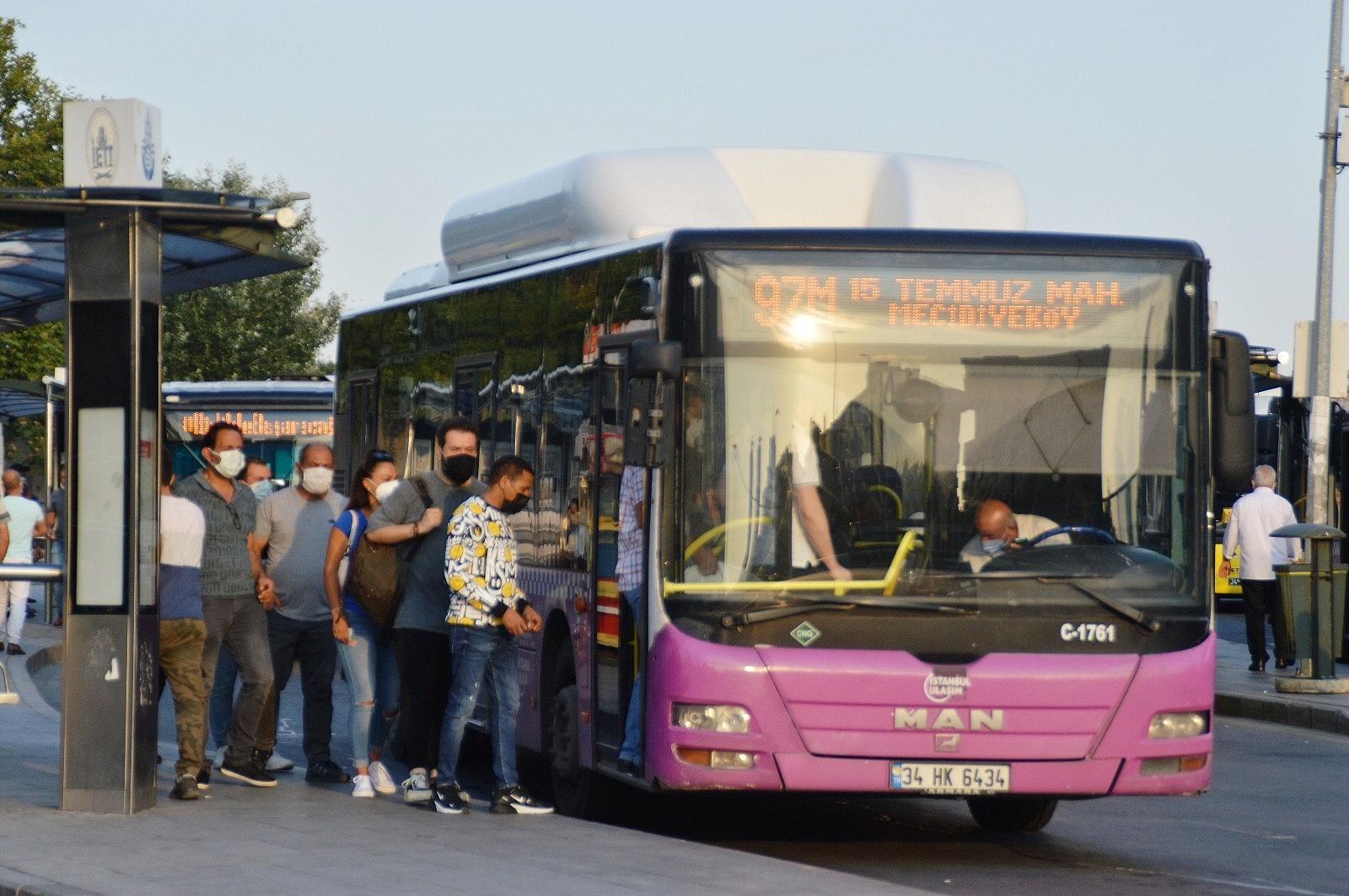 2021/07/istanbulda-bayram-sonrasi-ilk-mesai-basladi-20210726AW37-1.jpg