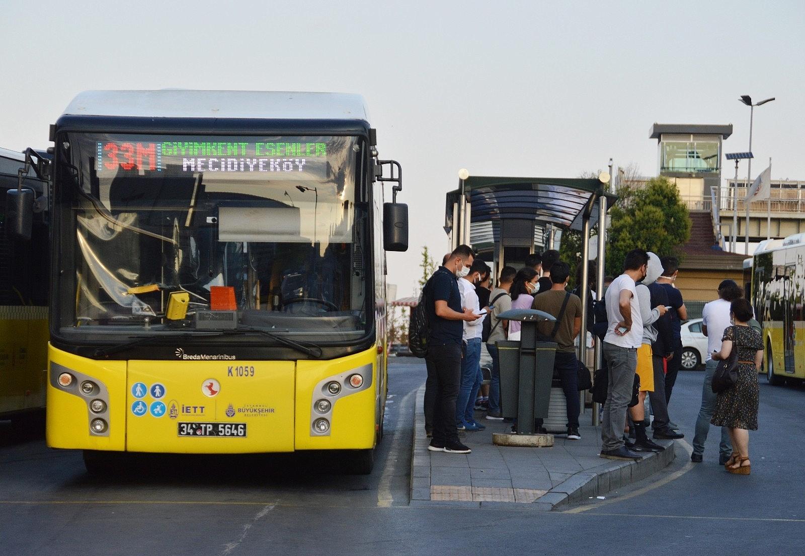2021/07/istanbulda-bayram-sonrasi-ilk-mesai-basladi-20210726AW37-2.jpg