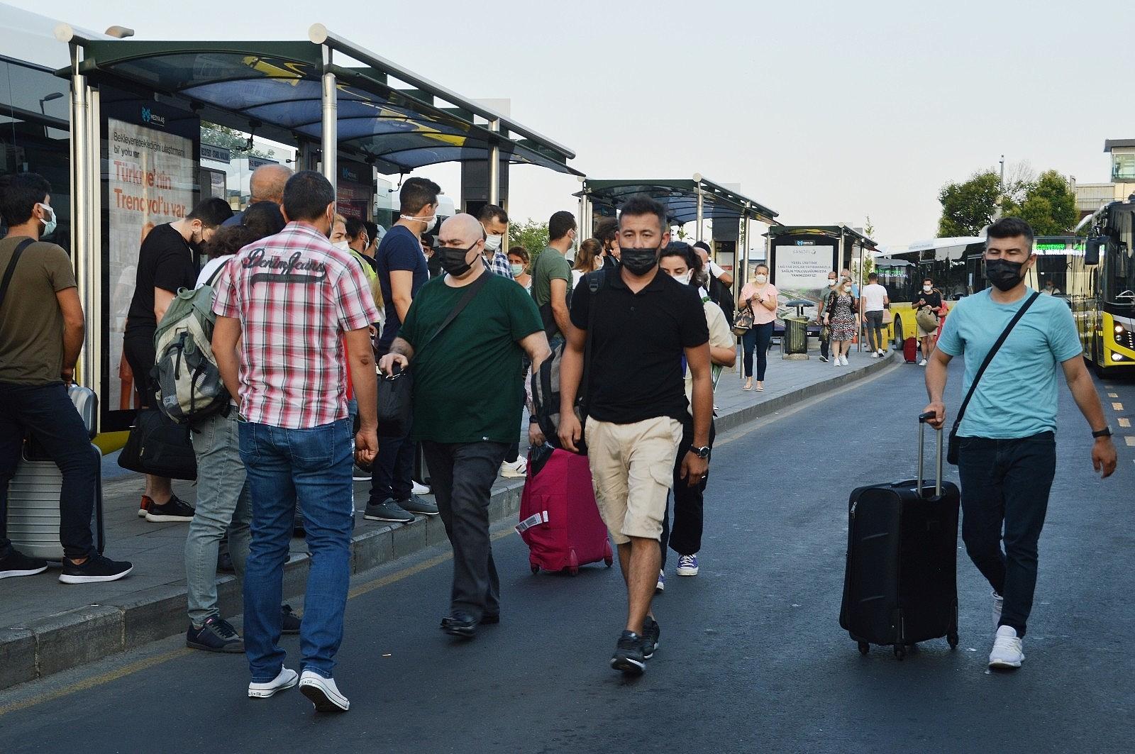 2021/07/istanbulda-bayram-sonrasi-ilk-mesai-basladi-20210726AW37-3.jpg