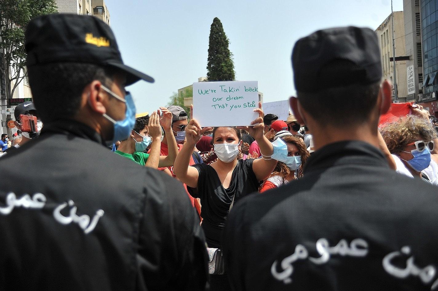 2021/07/tunusta-hukumet-karsiti-protesto-20210725AW37-2.jpg