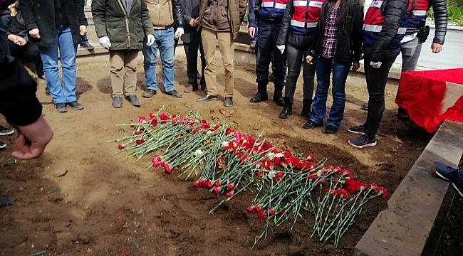 Grup Yorum üyesi İbrahim Gökçek, kendi talepleri de olan halkın konser verme talepleri için 323 gün ölüm orucunda direndi.