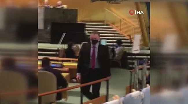 Erdoğan konuşunca salonu terk etti