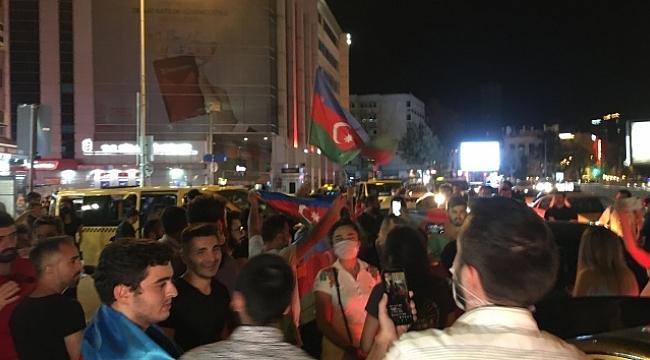 İstanbul'da vatandaşlar Azerbaycan'a destek için buluştu