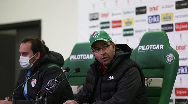 """""""Bursaspor Teknik Sorumlusu Fazlı Tan: """"Son dakika penaltısıyla kazandığımız için mutluyuz"""""""