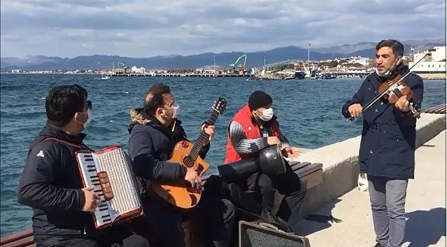 Zor durumda olan müzisyenler artık açık alanda müzik yapacak