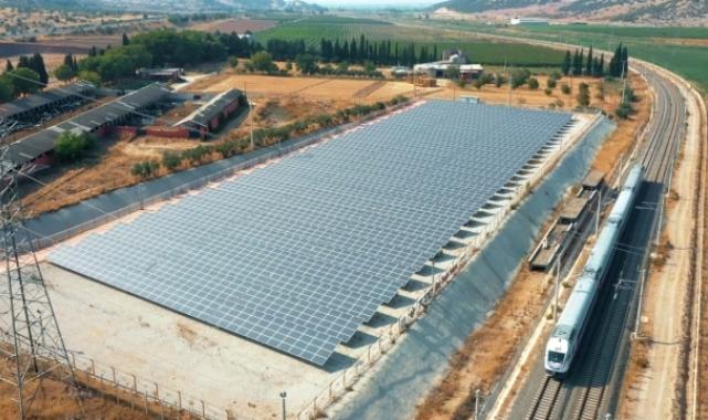 """Bakan Karaismailoğlu: """"TCDD çevreci projelerle temiz enerjinin lokomotifi olacak"""""""