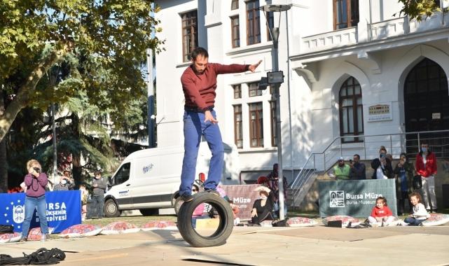 Bursa'da sokakta akrobatik gösteri